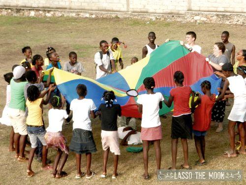 Parachute in haiti