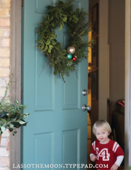 Rustic roadside wreath from Lasso the Moon Blog