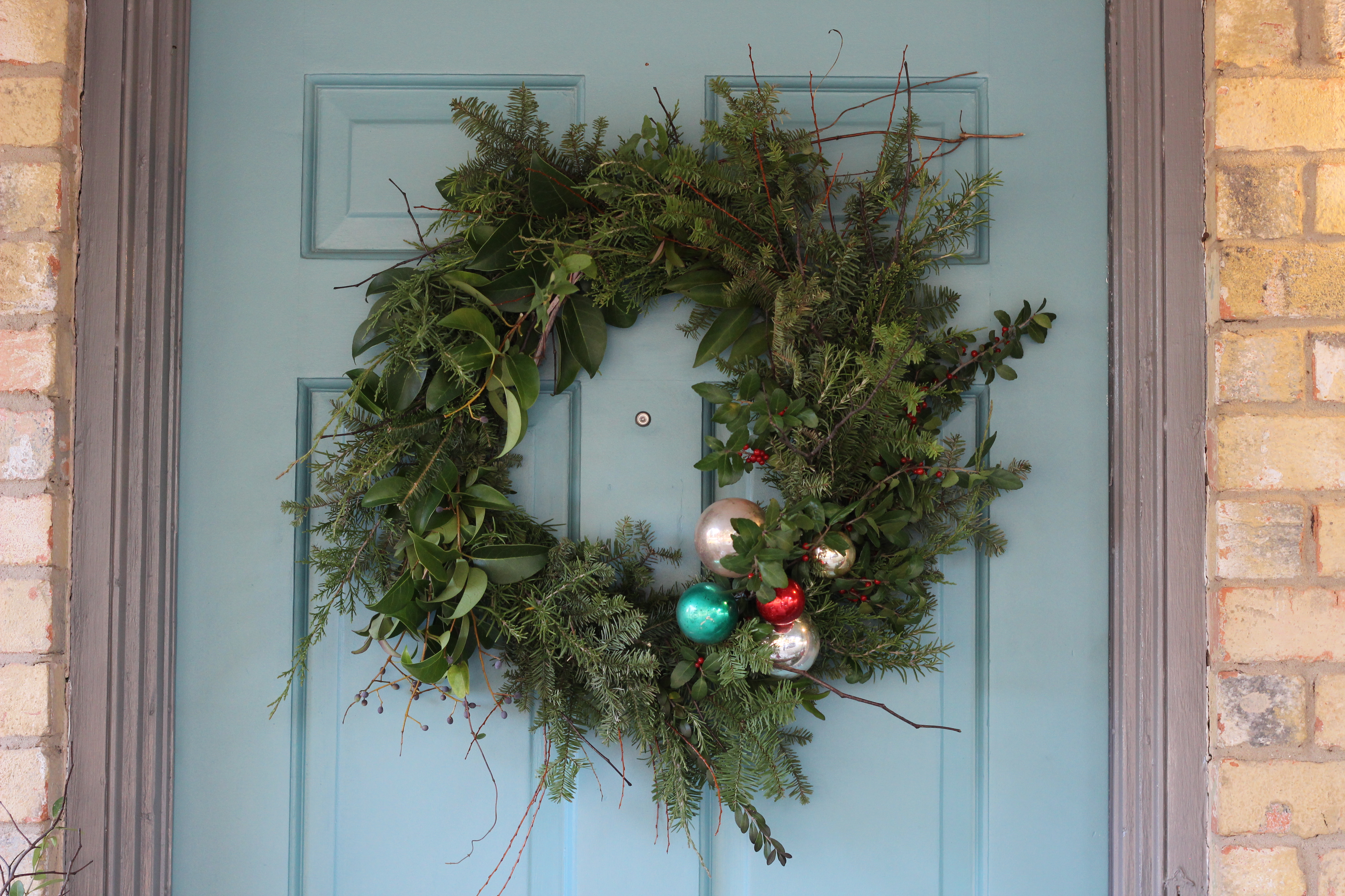A Rustic Wreath from the Roadside (Lasso The Moon )